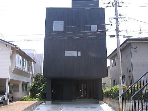 モダンな鉄骨3階建て鉄骨住宅