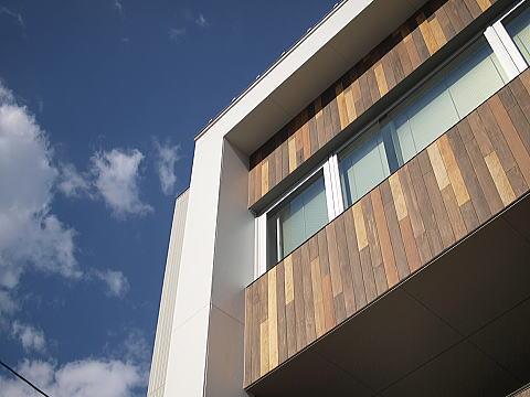 スタイリッシュな都市型3階建て住宅