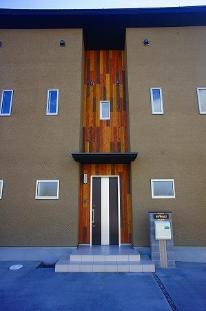 シンメトリーに造られた外観が街の目を惹く住宅